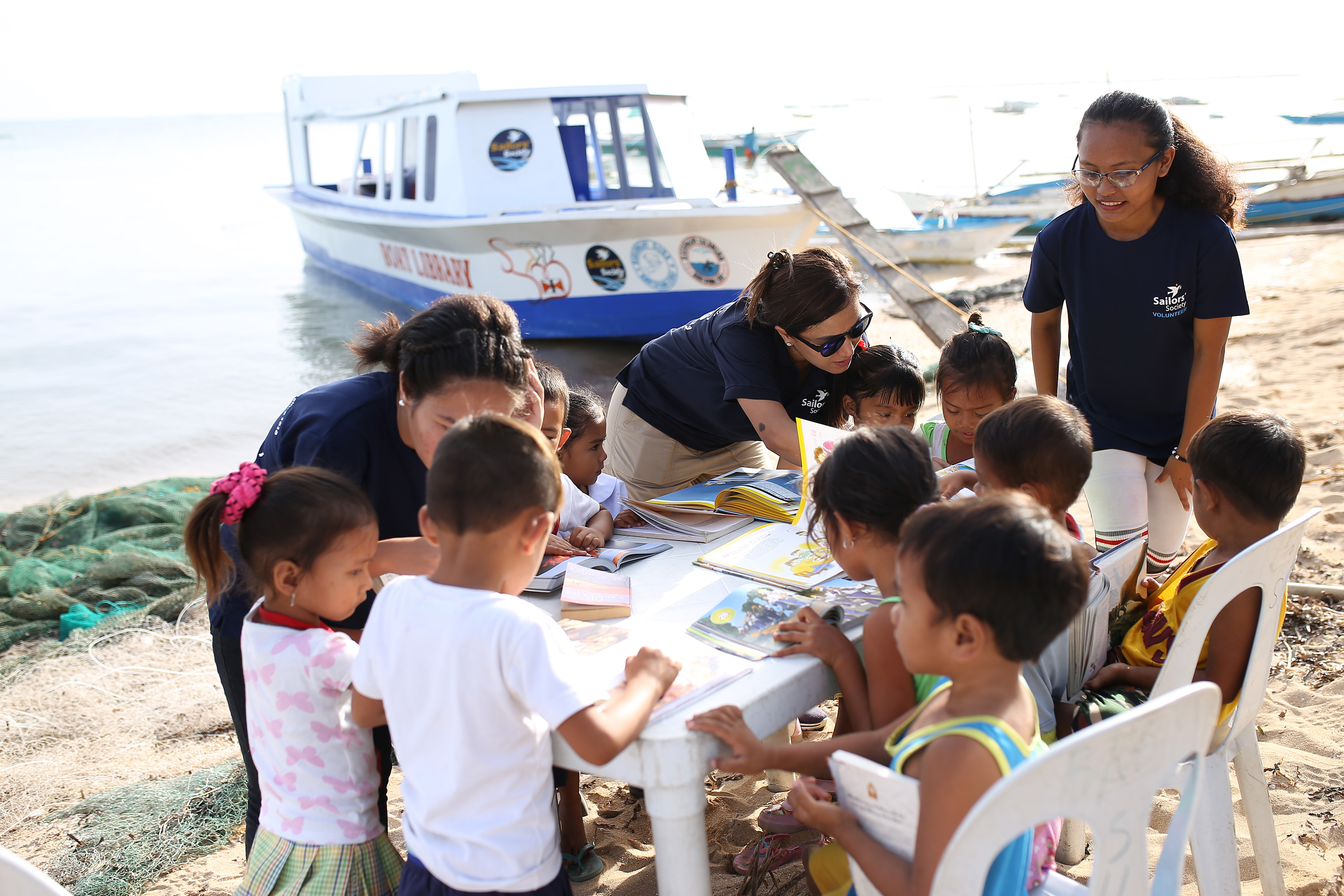 Floating library brings books to marginalised children this World Book Day
